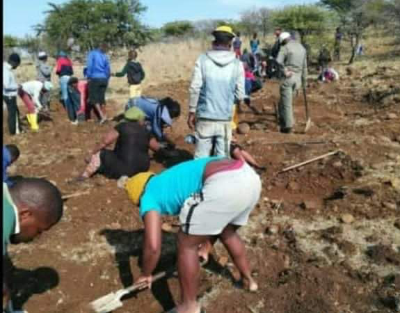 Diamond Rush Hits SA, Villagers Boast About Huge Find